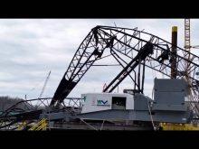 Collapsed Manitowoc 4100 ringer on east end bridge!
